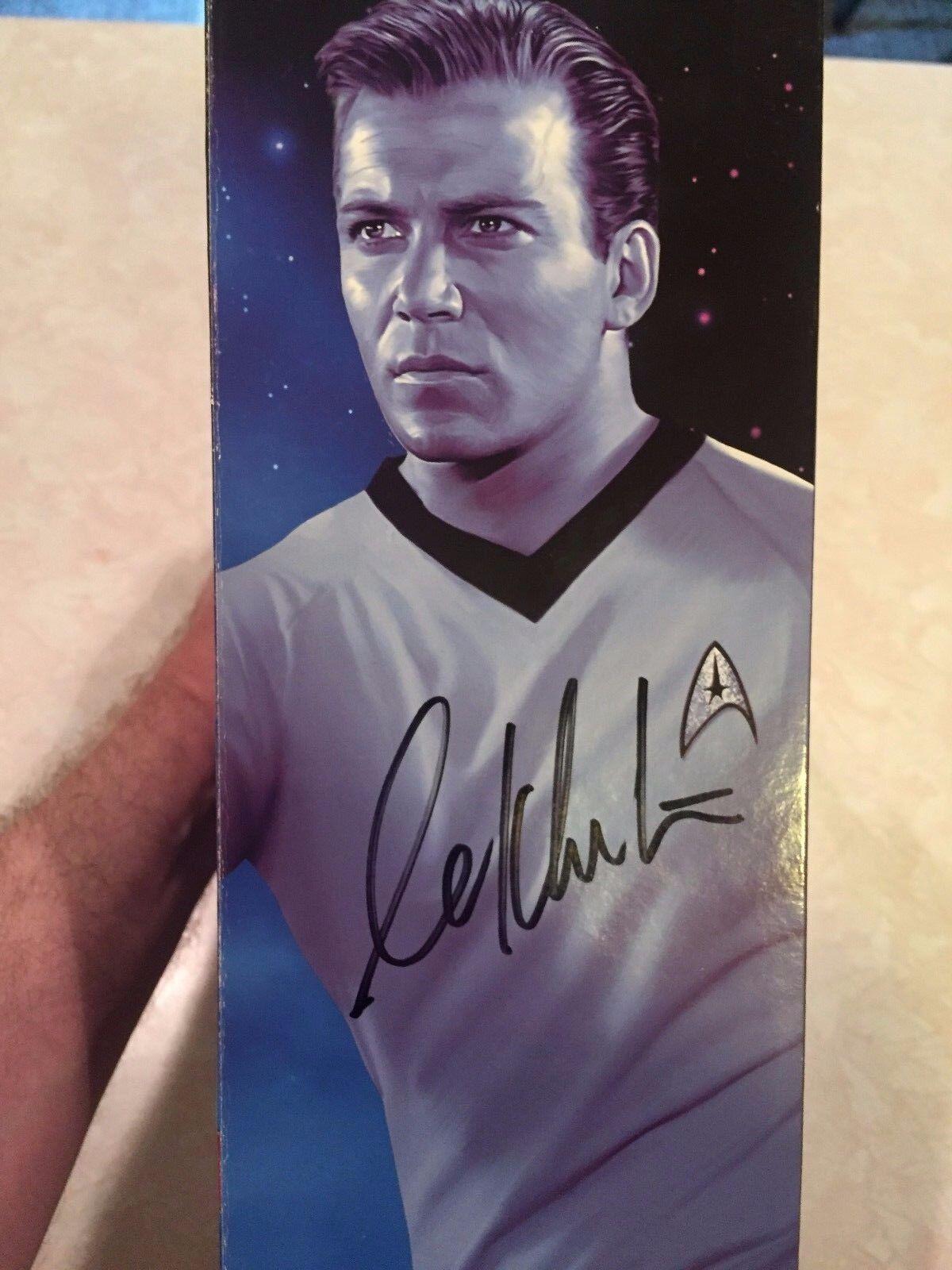 Diamond Select Capitaine Kirk Action Figure signé dédicacé par William Shatner