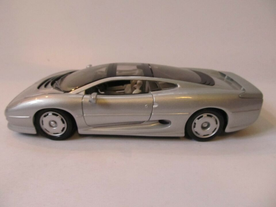 Modelbil, 1992 Jaguar XJ220, skala 1:18