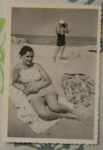 Foto-1938-Bikini-Strand-Mann-Fotoapperat-Frau-woman-girl-Y8
