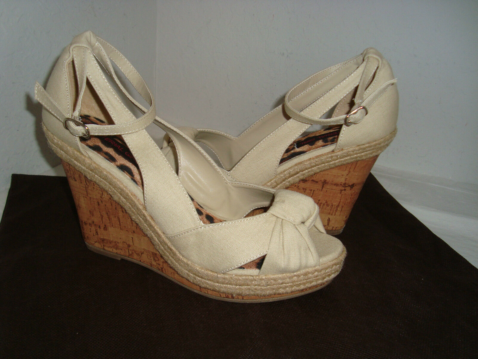 Material Girl New Vent Womens Ankle Fabric Tan Wedge Sandals 8.5 Medium shoes