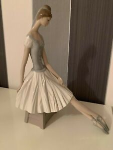 Vintage-Lladro-Ballerina-Nao-retired-and-rare-figurine-Hand-Made