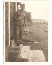 Altes Foto Bild Deutsches Reich 2. Weltkrieg Soldat vor Hütte [236]