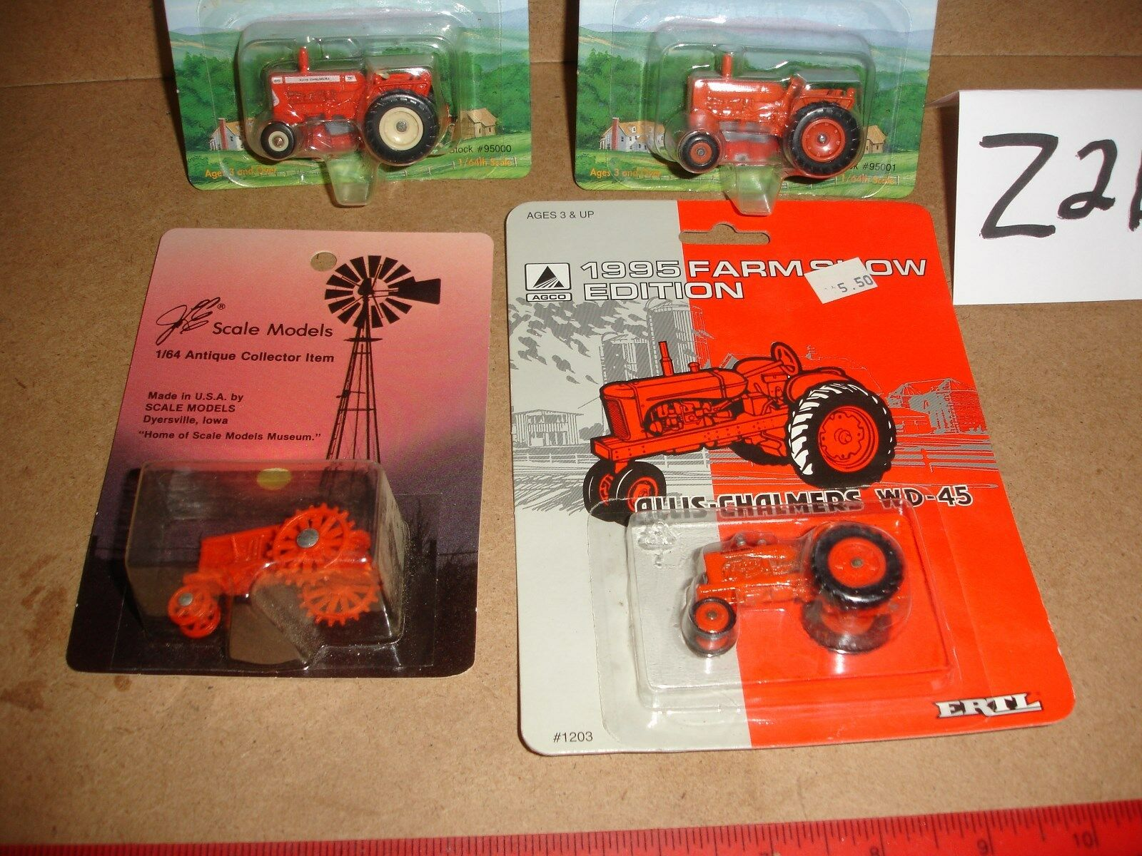 1 64 Allis Chalmers Tractors Group Group Group - 4 tractors c304ac