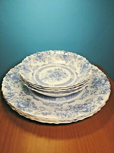 Arcopal-034-Honorine-034-Four-Scalloped-Dinner-Plates-amp-Four-Soup-Bowls-France