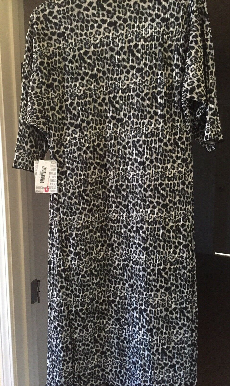 NEW Lularoe Small Snow Leopard Accordion Shirley