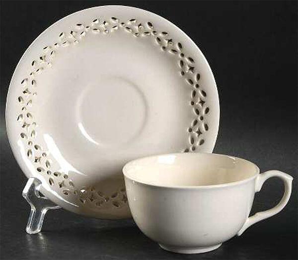 Dunham by Ralph Lauren Cup & Saucer café thé Ivoire percé Angleterre 6 oz (environ 170.09 g). Nouveau