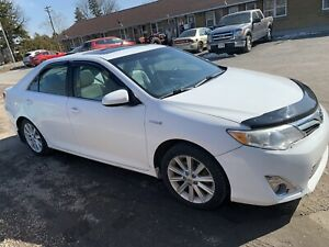 Toyota Camry XLE Hybrid 2013  fully Loaded