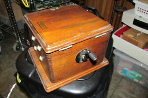 Very-Old-Western-Electric-Telephone-Ringer-Box-D176680-Crank-Style