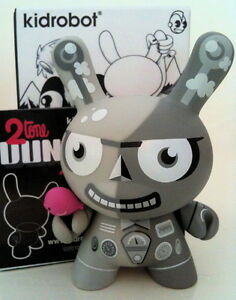 "DUNNY 3"" 2TONE TAD CARPENTER BIRD 1/16 MONO KIDROBOT DESIGN TOY URBAN VINYL 2010"