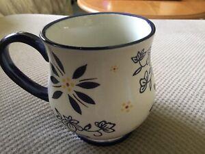 Temptations By Tara 16 oz Mug Blue Floral Pedestal Cup