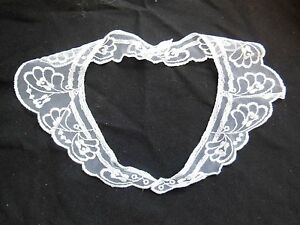 Ancien-col-de-robe-blanc-sur-tulle-brode-mercerie-couture