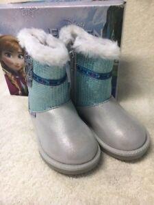 Girl/'s Disney Frozen Stride Rite Cozy Boot Silver NIB