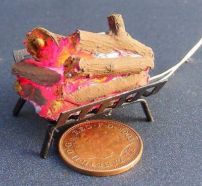 1:12 Scala Casa Di Bambole Tumdee 12v Lavoro Log Incendio In Una Griglia In Metallo Nero-mostra Il Titolo Originale Facile Da Usare