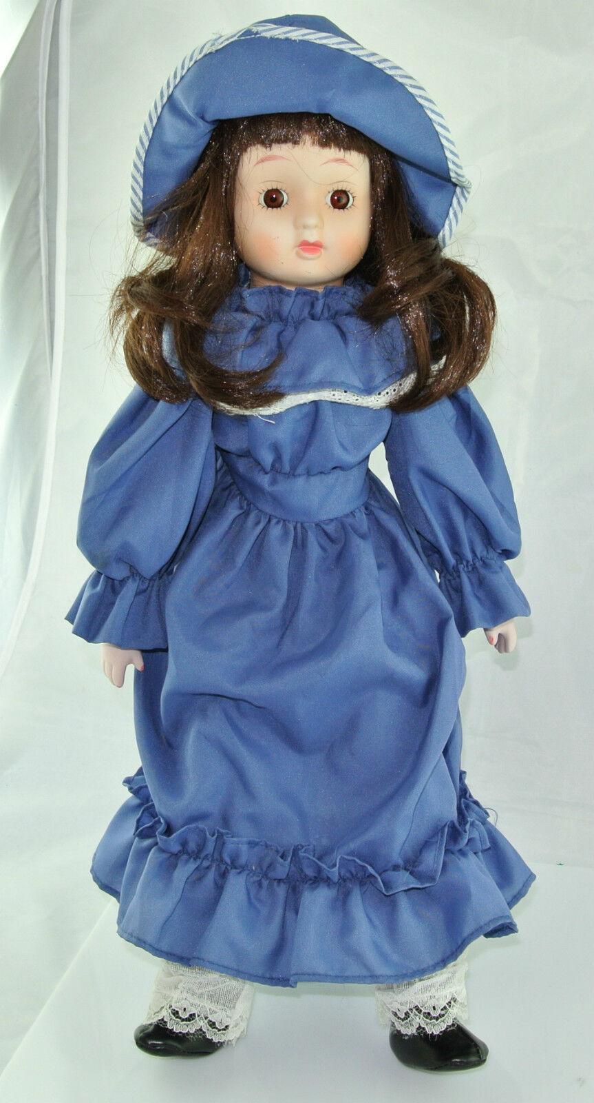 Tiller Puppe mit Blauem Kleid & Hut   Porzellankopf & Stoffkörper   ca. 44 cm