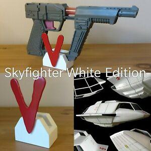 Arco-Robotech-Toy-Visitor-Laser-Pistol-Blaster-White-Display-Stand-V-Series