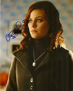 Smallville-Cassidy-Freeman-Autographed-Signed-8x10-Photo-COA