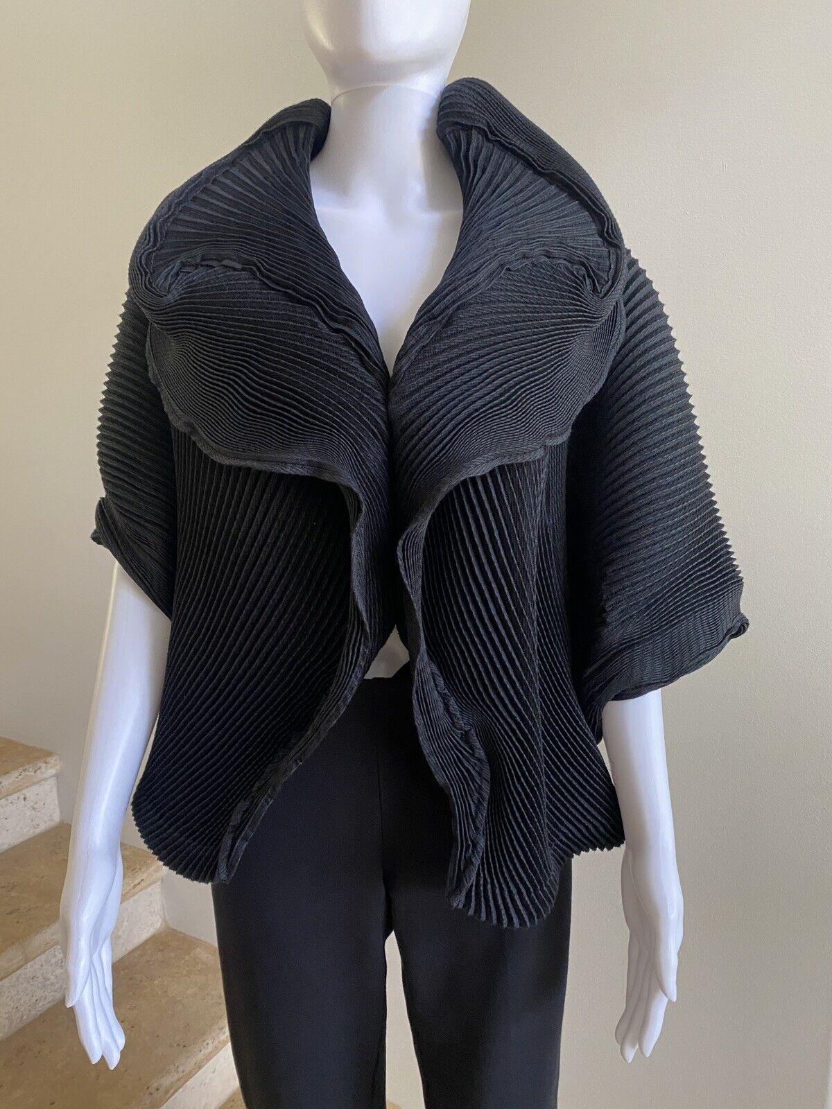 NWT ,960 ISSEY MIYAKE Black Optical Pleated Jacket, Size 2/Small