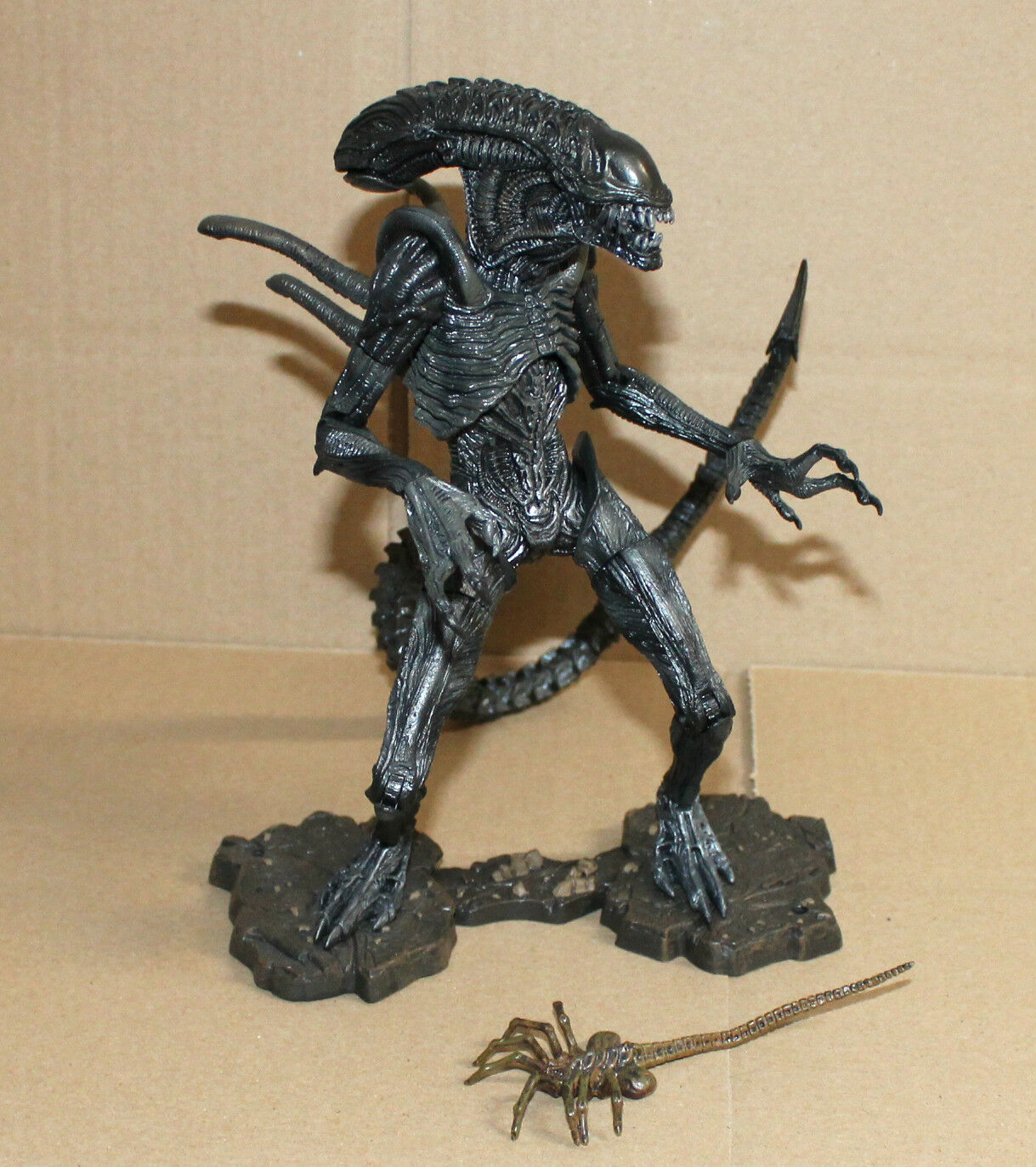 AVPR Aliens vs Protator Requiem Alien Warrior Action Figure Neca