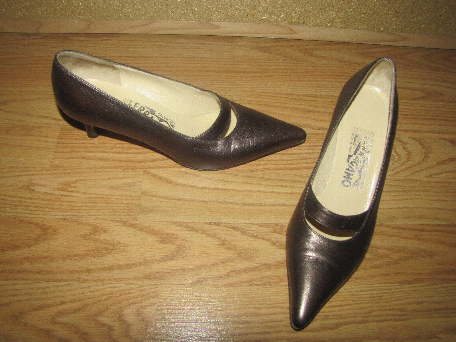 Salvatore Salvatore Salvatore Ferragamo Bronze Metallic Classic Pumps - 8.5B European 39.5 EUC dc617f