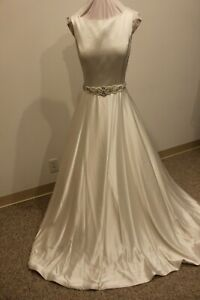 NWT-Size-16-Justin-Alexander-8866-Ivory-satin-beaded-belt-wedding-gown-bridal