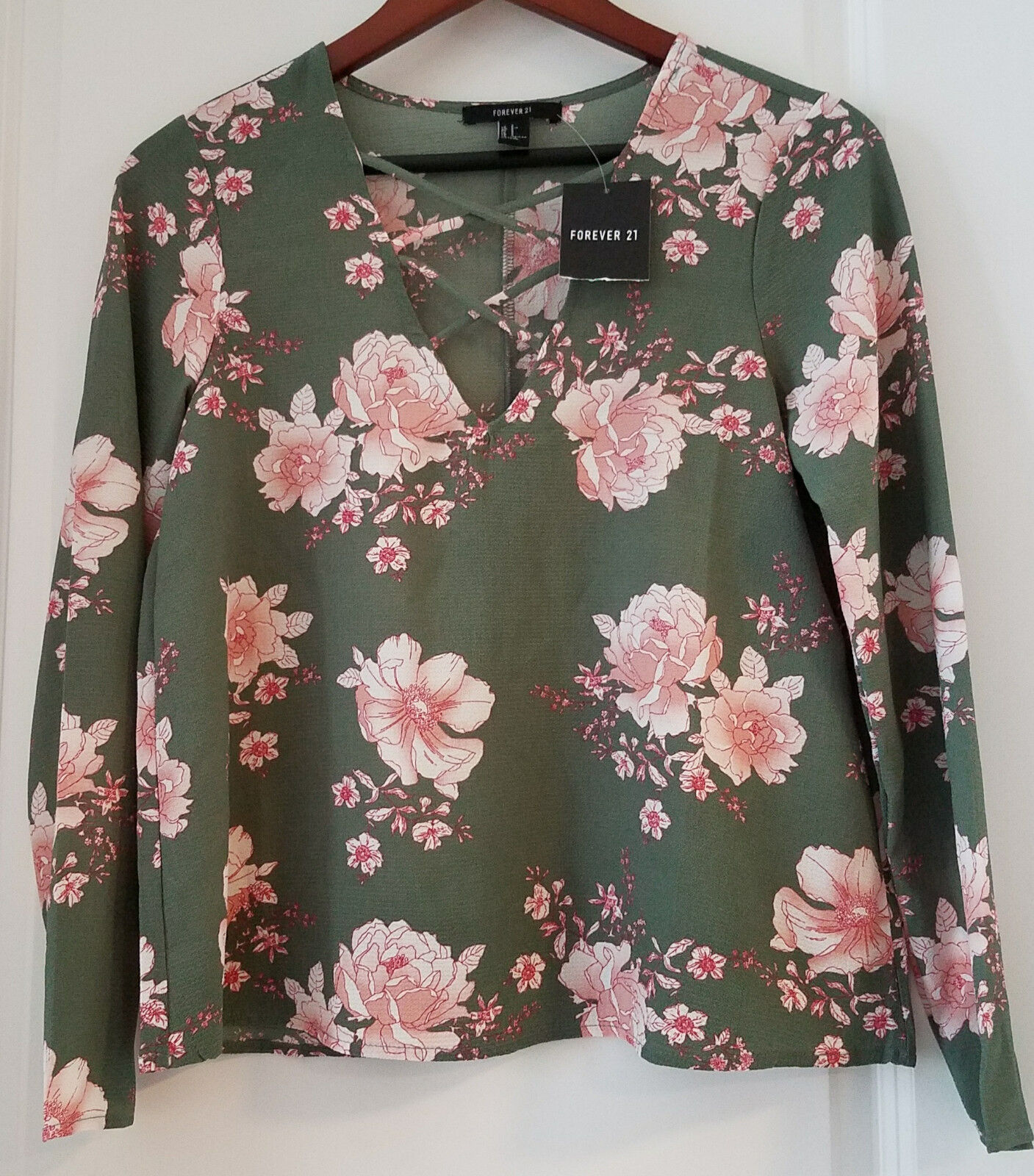(4) Brand New Women's Small Shirts (1) H&M (2) Forever 21 & (1) Unknown