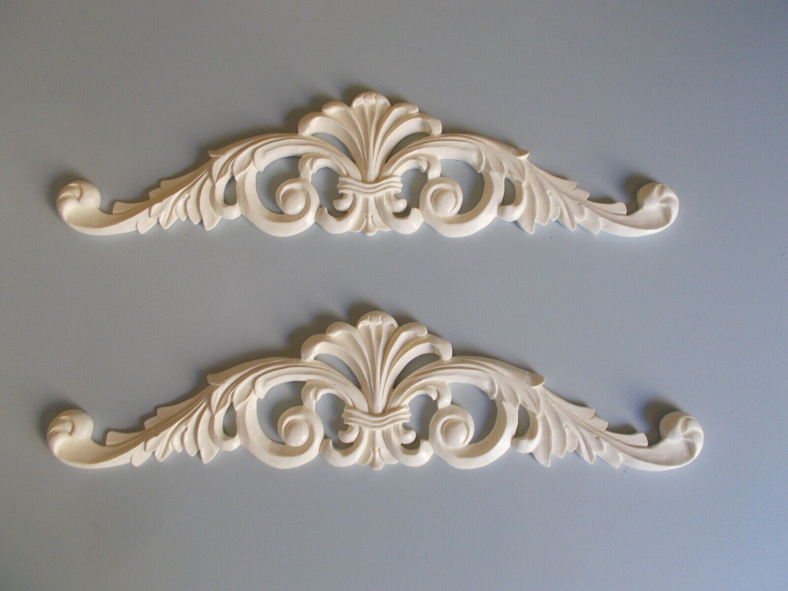 Two Decorative French Style Ornate Double Scroll Pediment   Mirror Molding Weiß