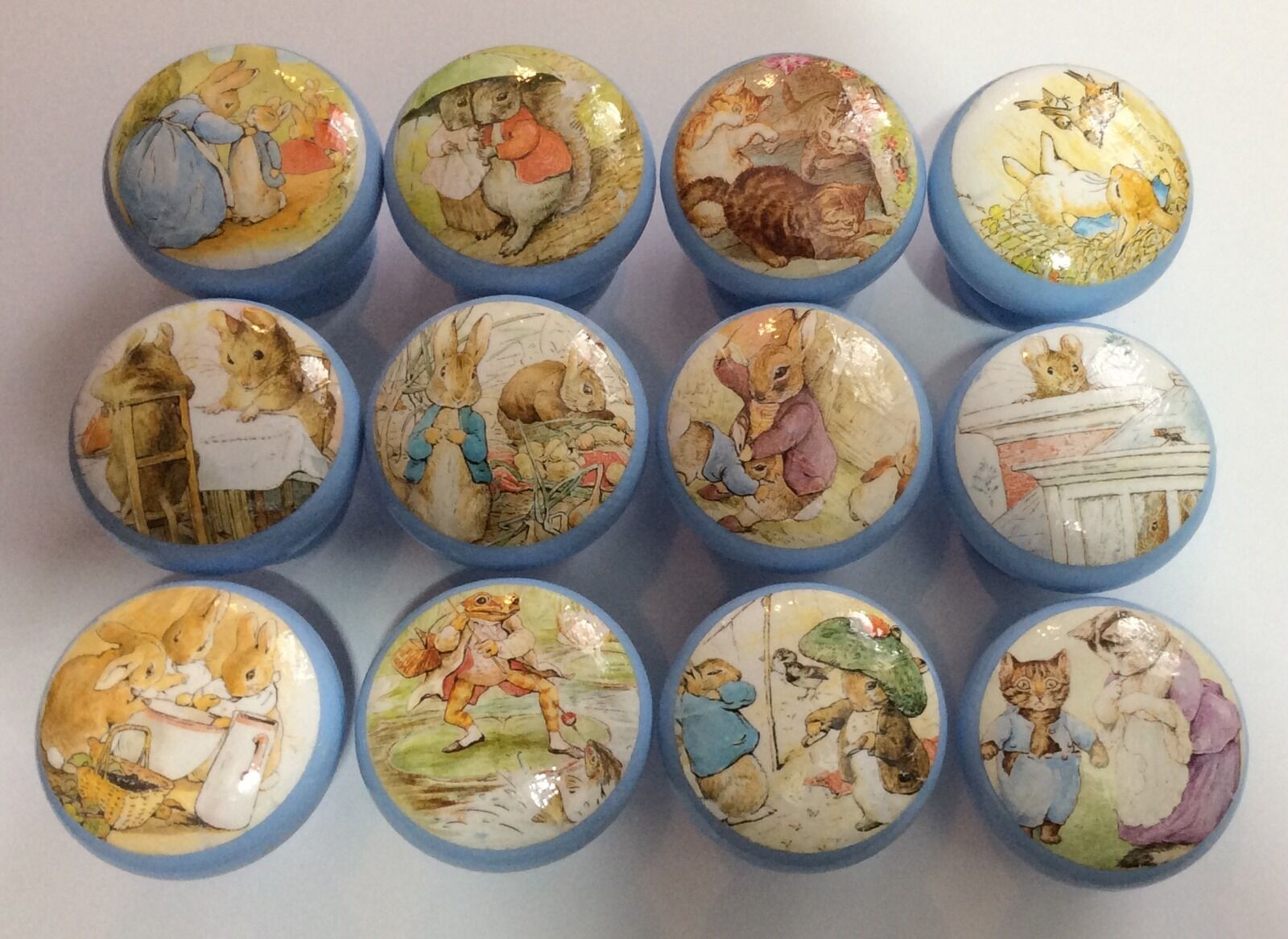 Handcrafted Beatrix Potter Peter Rabbit & FRIENDS DECOUPAGE 4 4 4 cm Cassetto Manopole X12 420d8c