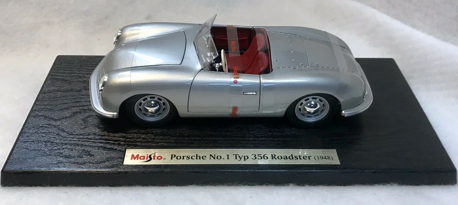 Maisto 1948 Porsche No. 1 Type 356 Roadster 1 24 Scale Special Edition