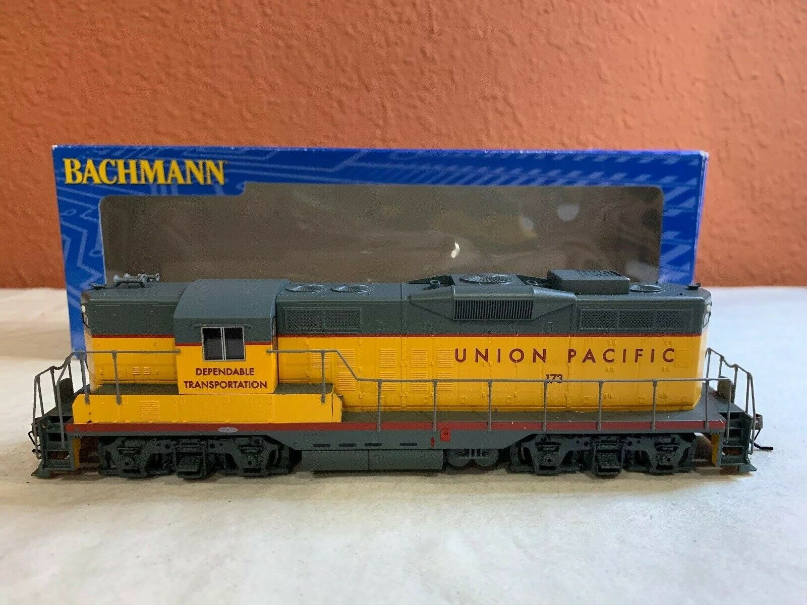HO SCALE BACHMANN LOCO ITEM  62801 GP9 DIESEL UNION  173 NEW DCC EQUIPPED
