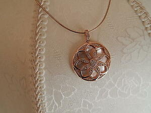 ROSE-GOLD-PLATED-SS-SIM-DIAMOND-FLOWER-DESIGN-PENDANT-ONLY
