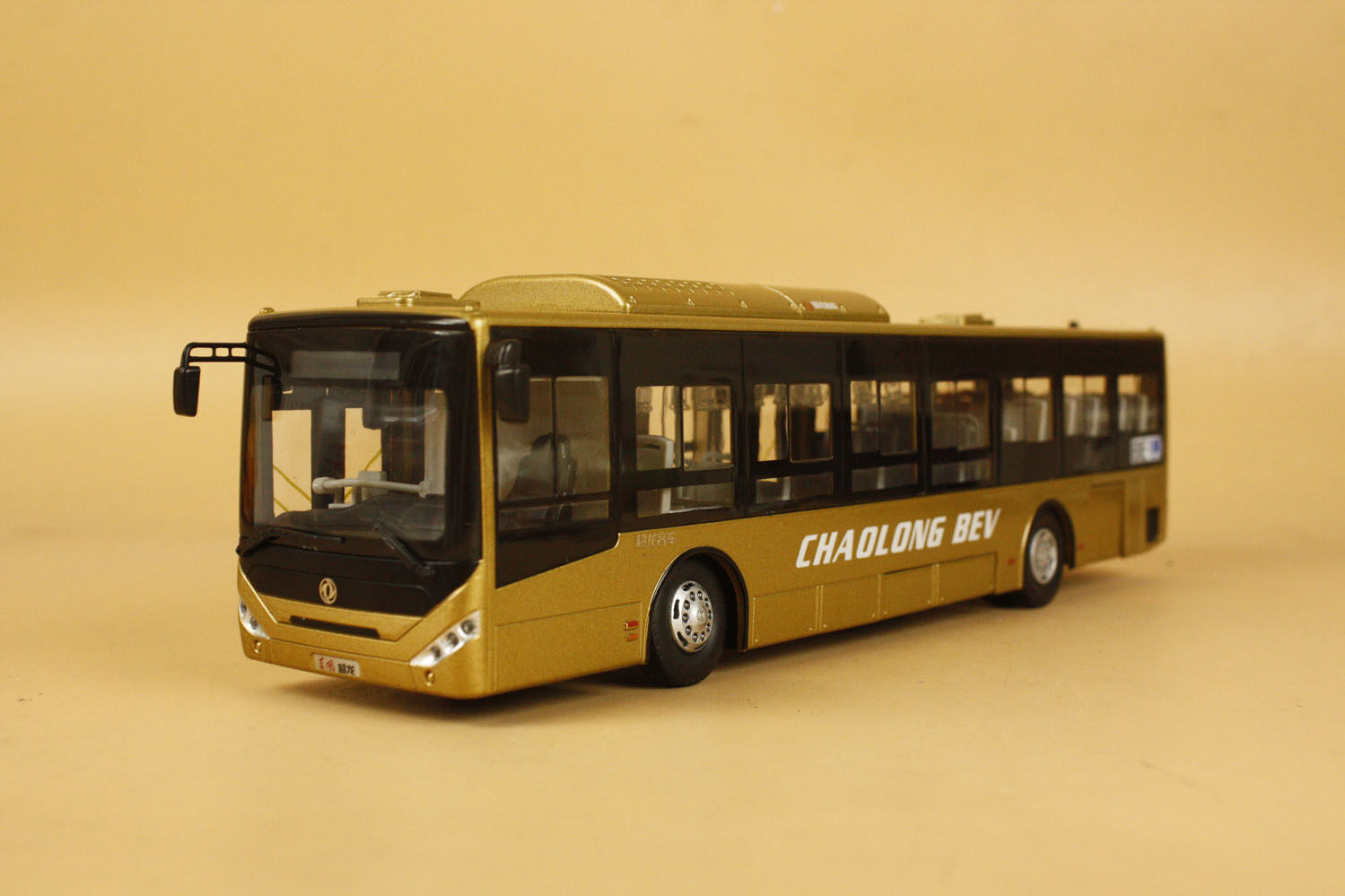 1   42 dongfeng chaolong bev - bus ein diecast modell Gold (acryl transpare box)