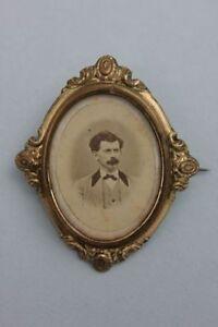 Seltene Foto-Brosche mit Herrenporträt, um 1865 - Pirmasens, Deutschland - Seltene Foto-Brosche mit Herrenporträt, um 1865 - Pirmasens, Deutschland