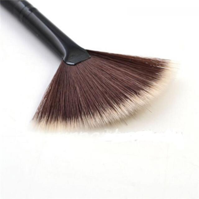 Pro Powder Makeup Blending Slim Brush Fan Shape Portable