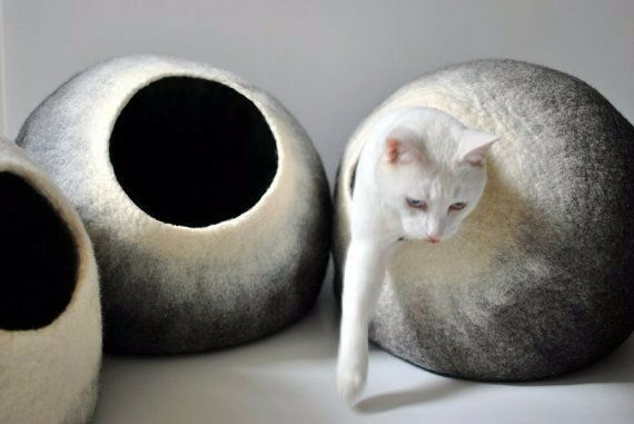 Kittycentric Cozy Cat Cave Bed  Handmade 100% Wool BrownCream B01KG1LY0M