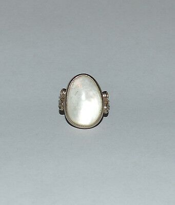 VINTAGE RAGE STERLING SILVER AND MOTHER OF PEARL RING SIZE 7