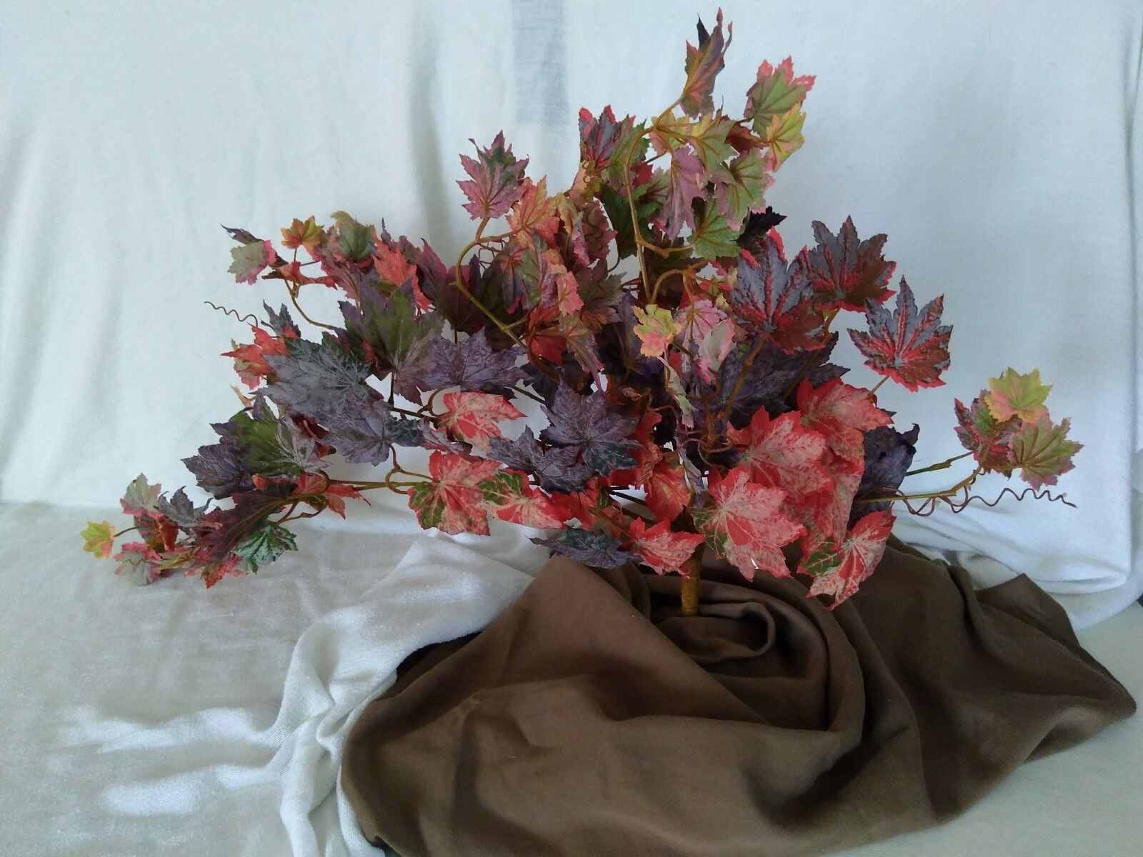 Box of 4 Frosted Autumn Maple Bush with wirouge bendable stems and 152 leaves