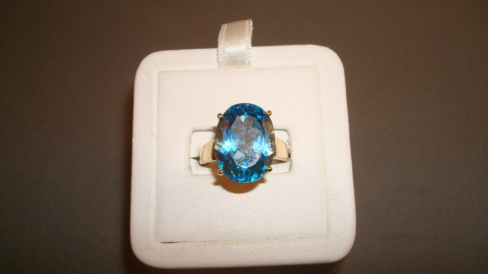 10K yg bluee Topaz Solitaire Ring - 5.5 Grams - Sz 7 - Approximate 8.5ctw.( CTa3)