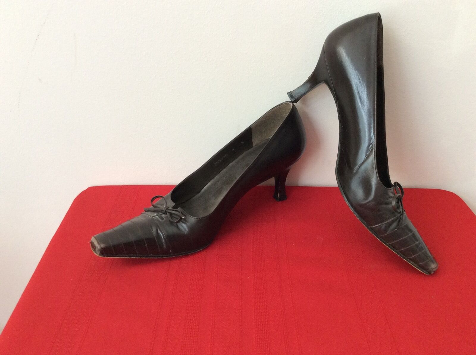STUART WEITZMAN Women's Brown Leather  Pointy Toe High Heels Women's WEITZMAN Size 8W. (b32) ce0836