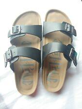 Black 9W Women/'s Mad Love Wide Width Multi Strap Sherpa Footbed Sandals