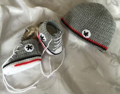Babychucks Sneaker gehäkelt mit Mützchen Set grau rot schwarz für ca 1-6 Mon.
