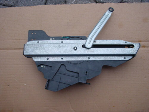 03 04  Lincoln Town Car Trunk Lid opener Pull Down Motor Assy