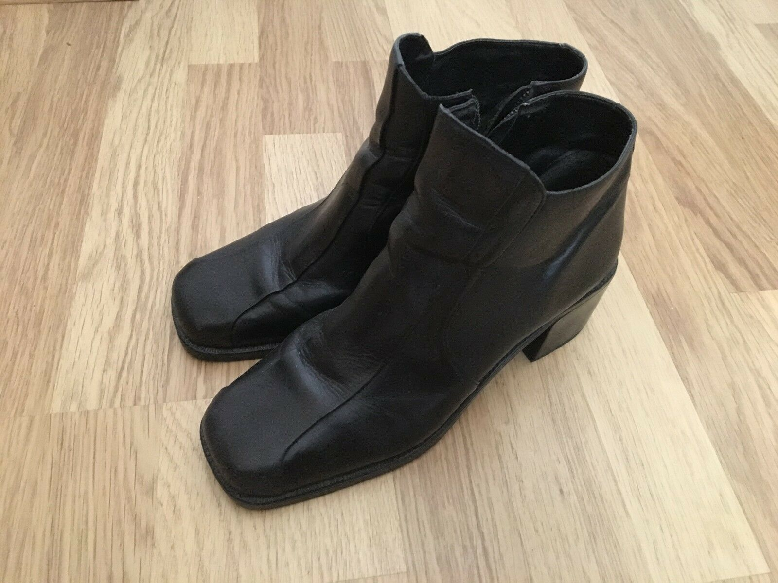 Black leather ankle boots 7 (EUR 40)
