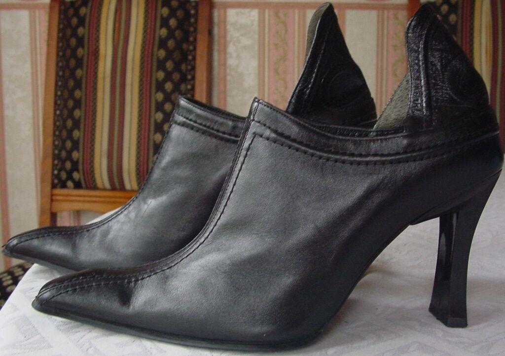 Trés belles Bottines VERSACE en cuir noir