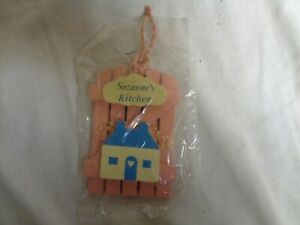 Suzanne-039-s-Kitchen-Pink-Wood-amp-Blue-House-RUSS-Refrigerator-Magnets