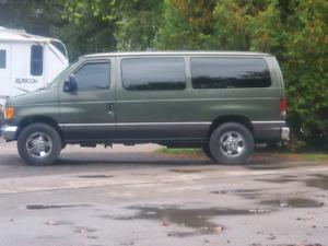 2004 Ford E 350