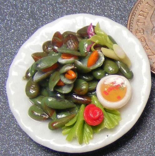 Échelle 1:12 Moules sur un 2.5 cm céramique plaque tumdee Maison De Poupées Cuisine Nourriture FL