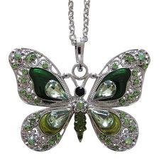 Collier, pendentif motif papillon vert dominant cristal autrichien et acier.