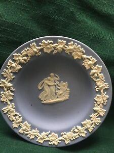 Vintage-Small-Decorative-Blue-Wedgewood-Plate-Jasper-Ware