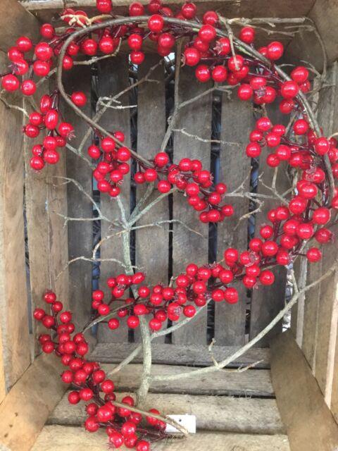 GISELA GRAHAM CHRISTMAS SNOWY LEAF RED BERRY HEART WREATH 28cm