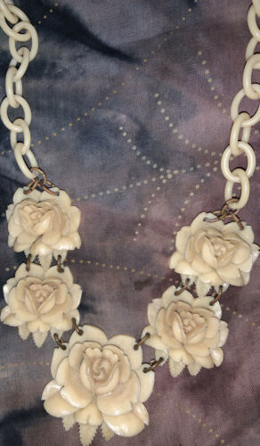 Vintage 1940s Bakelite Roses & Chain Necklace